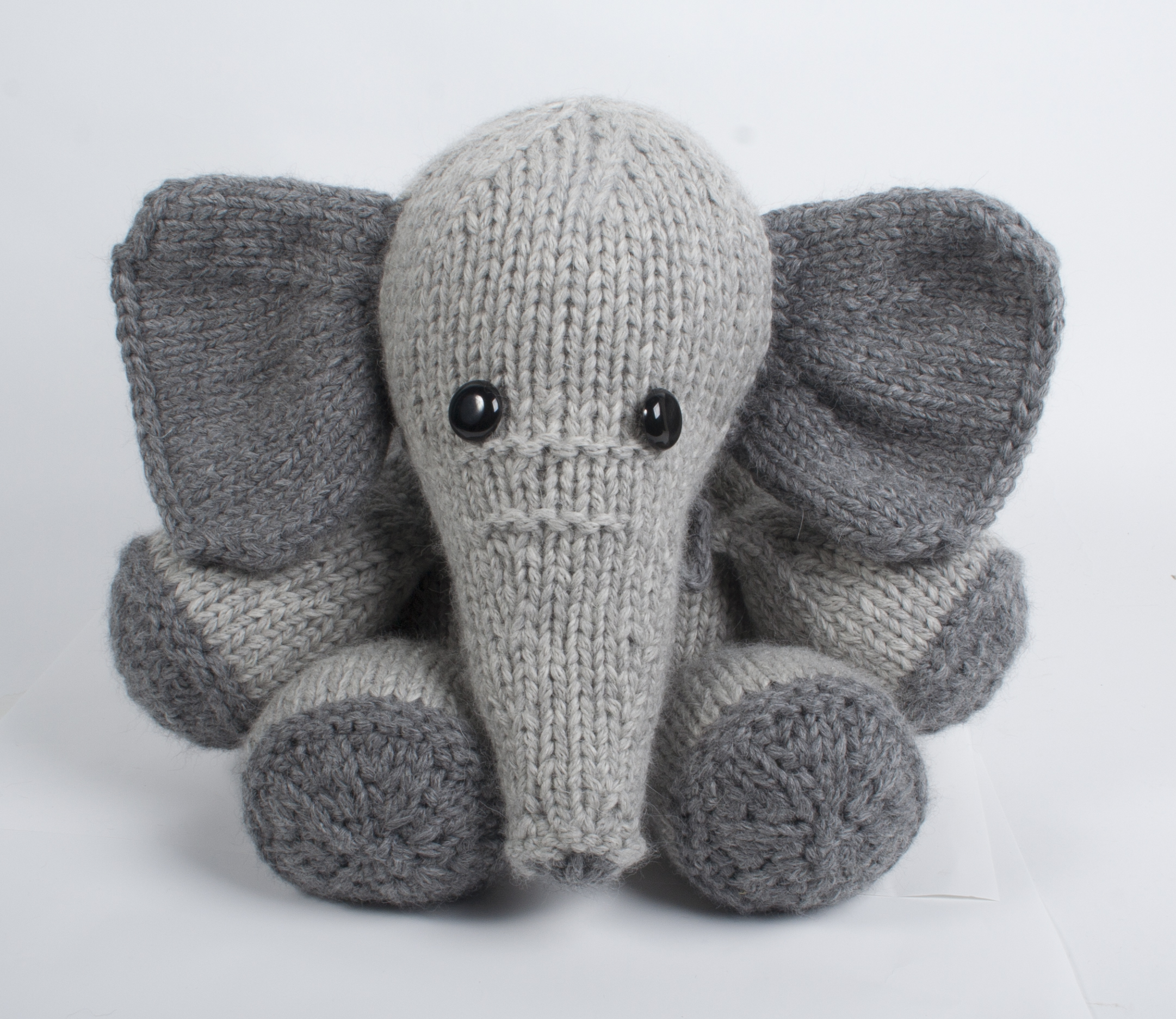 Easy Elephant Knitting Pattern : BagSmith Blissa Elephant Kit Giveaway knitcircus